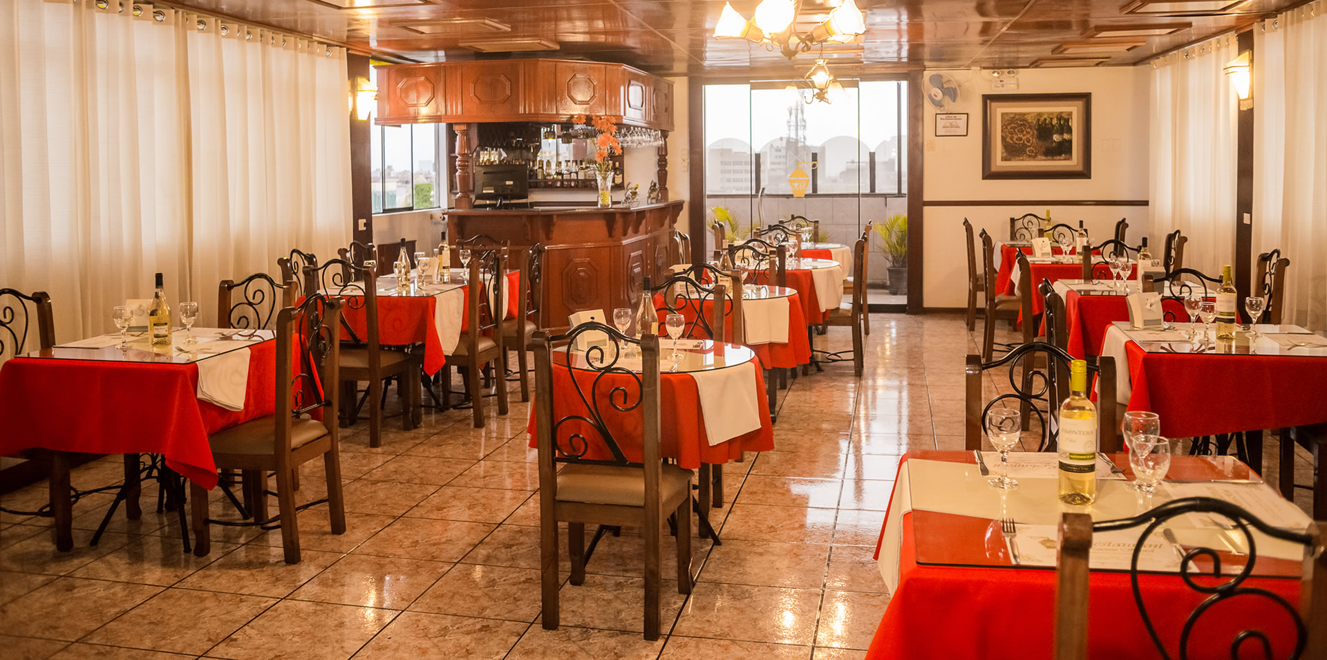 Recreo Hotel - Habitaciones - Noche de Bodas - Suite - Matrimonial - Triple - Doble - Simple - Restaurant & Bar - LOBBY